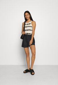 ONLY - ONLMARLEE-NESSA - Shorts - black - 1
