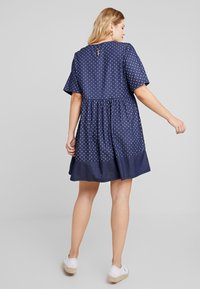 CAPSULE by Simply Be - SPOT LIGHTWEIGHT DRESS - Robe d'été - indigo - 3