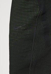 Nike Sportswear - PANT - Spodnie treningowe - black/mean green - 5