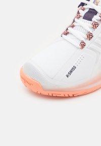 K-SWISS - ULTRASHOT 3 - Multicourt tennis shoes - white/peach nectar/graystone - 5
