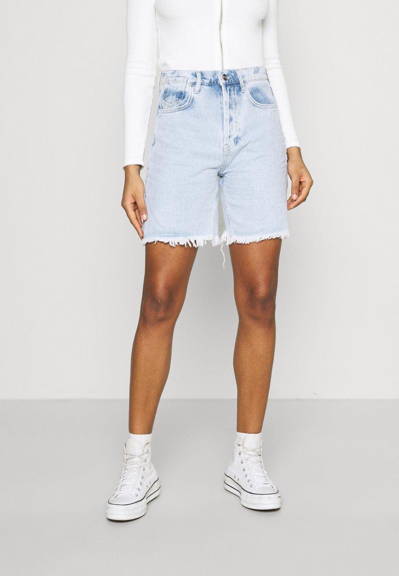 KENDALL + KYLIE - BERMUDA - Shorts di jeans - light wash