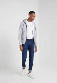 Hackett London - CLASSIC LOGO TEE - T-shirt z nadrukiem - white - 1