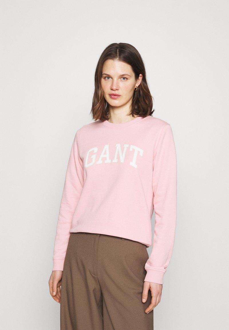 GANT - ARCH LOGO CREW NECK - Sweatshirt - preppy pink
