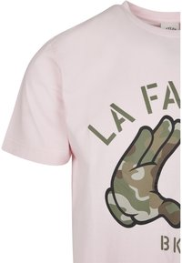 Cayler & Sons - Print T-shirt - pale pink/camo - 5