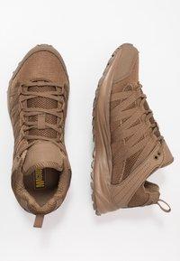 Hi-Tec - STORM TRAIL LITE - Trail running shoes - coyote - 1