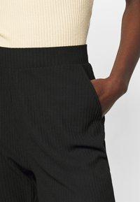 ONLY Tall - ONLNELLA PANTS - Joggebukse - black - 4