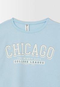 DeFacto - CROPPED FIT - Print T-shirt - blue - 6