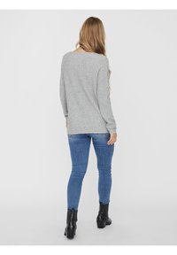 Vero Moda - V-AUSSCHNITT - Jumper - light grey melange - 5