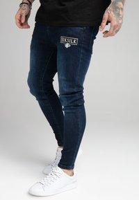 SIKSILK - EMBOSSED PRINT - Jeans Skinny Fit - raw blue - 0
