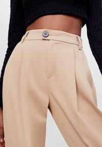 Bershka - KAROTTEN - Pantalon classique - beige - 3