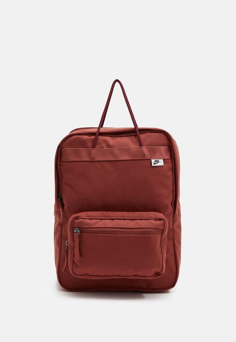 Nike Sportswear - TANJUN UNISEX - Tagesrucksack - claystone red/claystone red/black