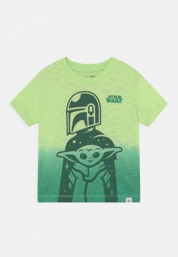 TODDLER BOY GRAPHICS MANDOLORIAN THE CHILD STAR WARS - Print T-shirt - green