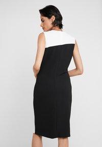 DKNY - COLORBLOCK DRESS - Pouzdrové šaty - ivory/black - 2
