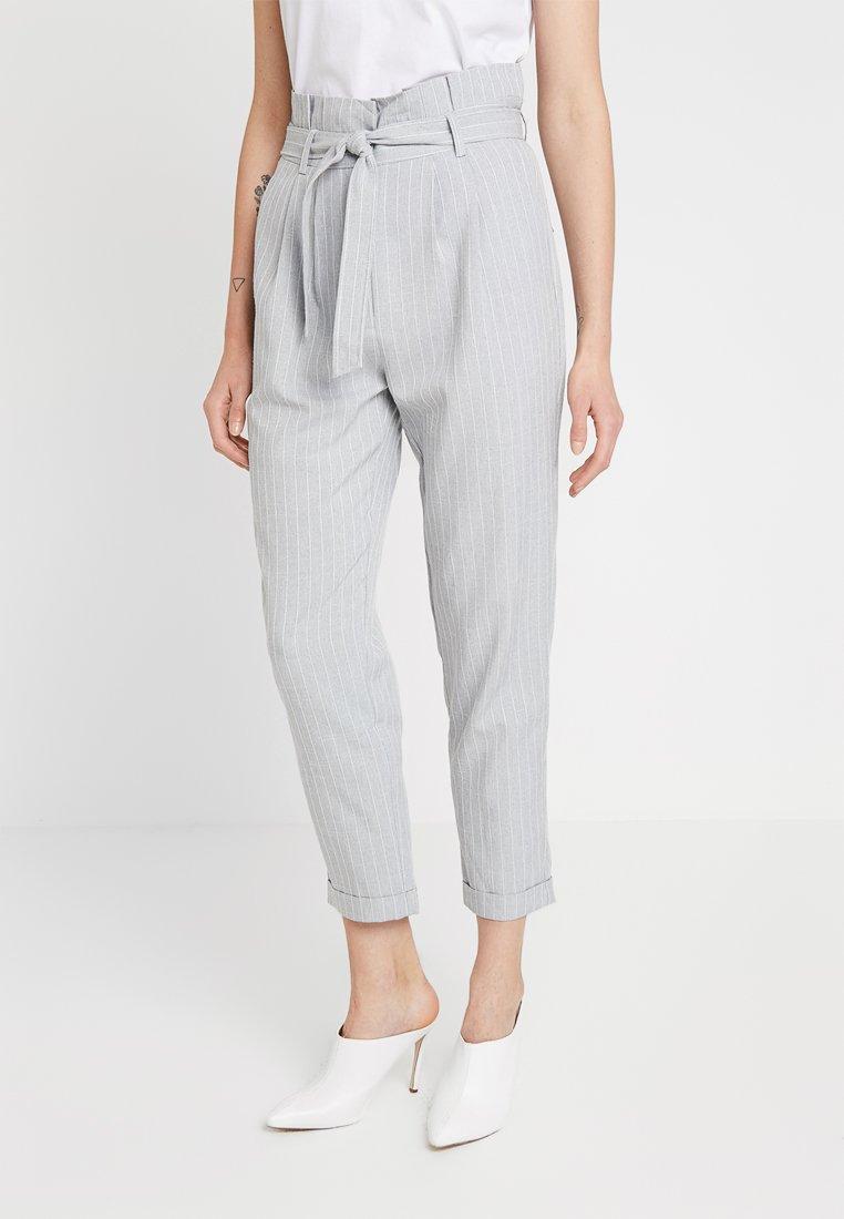 KIOMI - Trousers - white/grey