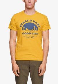 s.Oliver - MIT SCHRIFTPRINT - Print T-shirt - yellow good life print - 3