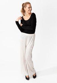 Indiska - MILLIE - Spodnie materiałowe - silver - 1