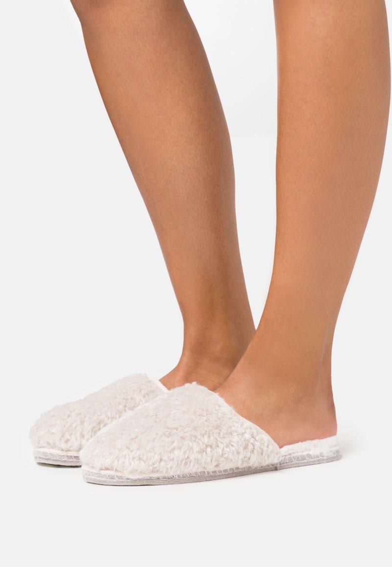 Tamaris - SABOT - Slippers - ivory