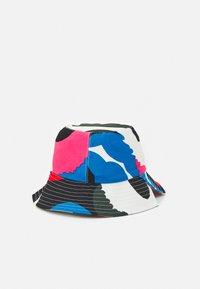 Marimekko - CREATED LAKKA UNIKKO HAT - Hat - white/green/pink - 1