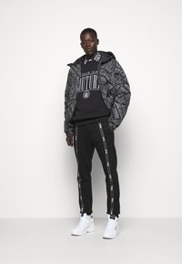 Versace Jeans Couture - MAN LIGHT - Sweatshirt - nero - 1