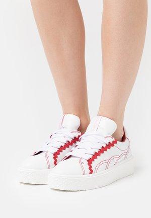 SEVY - Baskets basses - medium red