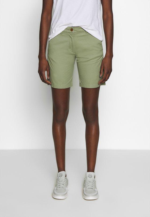 CLASSIC CHINO - Shorts - oil green
