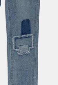 Levi's® - GIRLFRIEND - Jeans Slim Fit - juno - 2