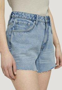 TOM TAILOR DENIM - Denim shorts - destroyed bleached blue denim - 3