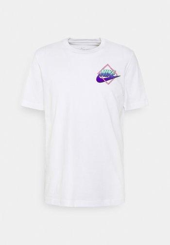 TEE BEACH ROLLERBLADER - T-shirt med print - white