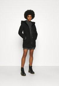 Vero Moda - VMDAFNEDORA - Zimní kabát - black - 1