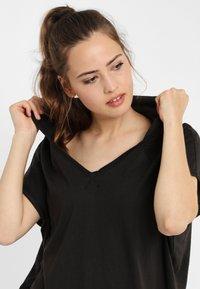PONCHO COMPANY - Print T-shirt - grey - 2