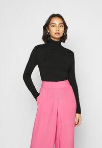 ONLY Petite - ONLVENICE ROLLNECK PULL - Stickad tröja - black - 0