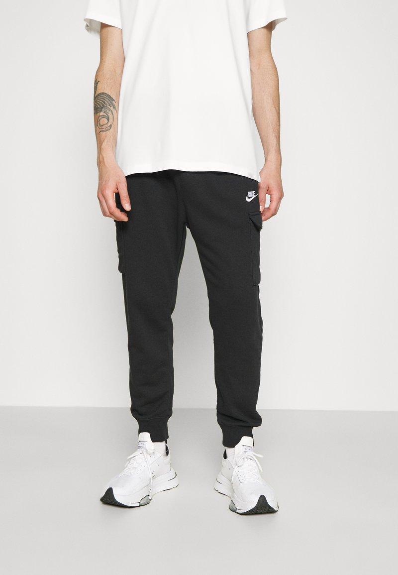 Nike Sportswear - CLUB PANT - Teplákové kalhoty - black/white