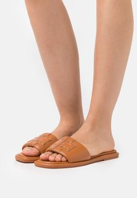 Tory Burch - DOUBLE T SPORT SLIDE - Pantofle - aged camello - 0