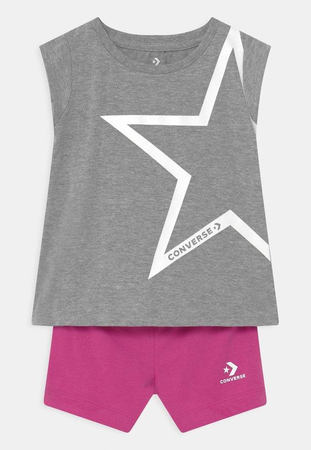 STAR CHEVRON RUFFLE SET - T-shirt con stampa - grey heather