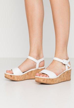 KOME - Sandalias con plataforma - white