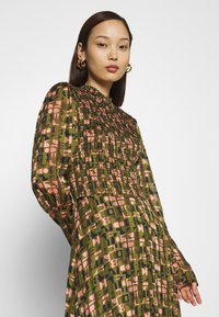 Scotch & Soda - SHEER MAXI DRESS WITH ALL OVER PRINT - Maxi šaty - green - 3