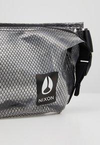 Nixon - TRESTLES HIP PACK - Ledvinka - clear - 8