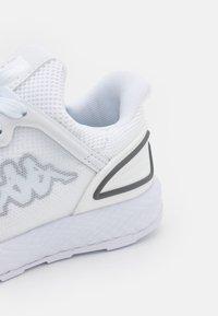Kappa - ETAL UNISEX - Scarpe da fitness - white - 5