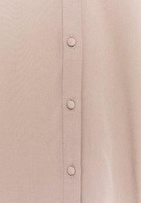 Vero Moda - VMBENATA SMOCK DETAIL - Blouse - taupe gray - 6