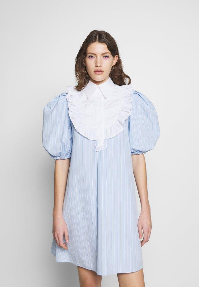 DRESS - Abito a camicia - rigato fondo azzurro/bianco
