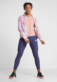 Nike Performance - MIDLAYER TWIST - Sweatshirt - rose gold - 1