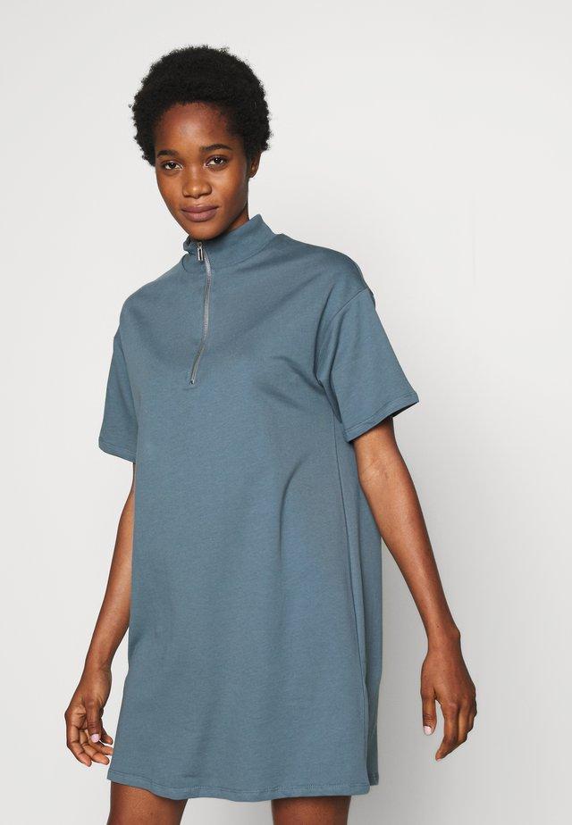 ZIP TEE DRESS - Denní šaty - blue