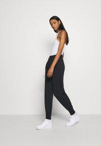 Nike Sportswear - Jogginghose - black/black - 3