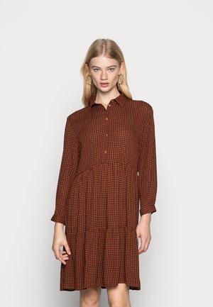 JDYLORA ABOVE KNEE DRESS - Shirt dress - ginger bread/black