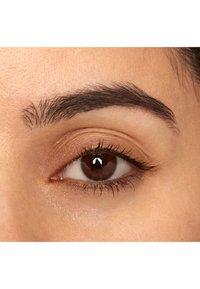 Nyx Professional Makeup - FILL & FLUFF EYEBROW POMADE PENCIL - Eyebrow pencil - 6 brunett - 1