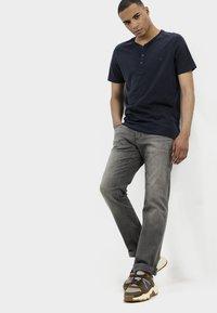 camel active - HOUSTON - Straight leg jeans - grey - 3