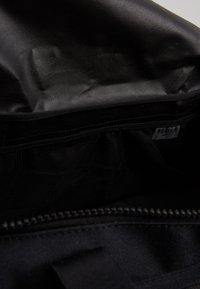 Nike Performance - UTILITY S DUFF - Sports bag - black/track red - 3