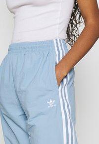 adidas Originals - TRACK PANTS - Pantaloni sportivi - ambient sky - 4