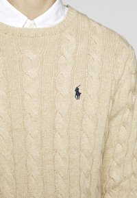 Polo Ralph Lauren - CABLE - Svetr - oatmeal heather - 7
