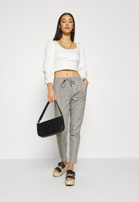 ONLY - ONLPOPTRASH EASY THINK CHECK - Trousers - black/dark grey/cloud dancer - 1